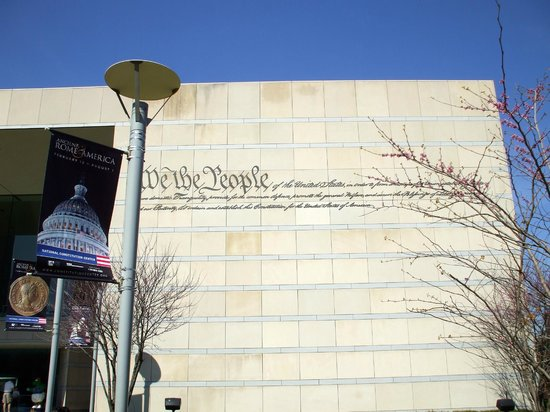 National Constitution Center: The inscription on the facade in the spring is easier to see