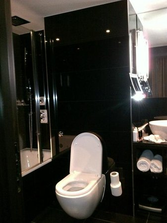 The Montcalm at the Brewery London City: Nice bathroom