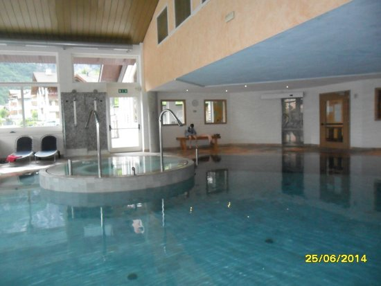 Alpenresort Belvedere Wellness & Beauty: piscina coperta