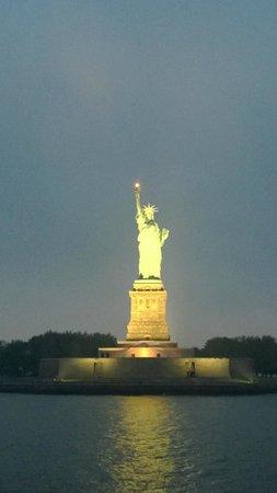 World Yacht : Statue of liberty