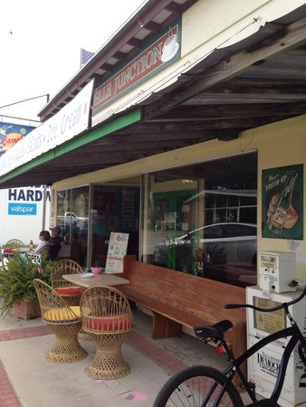 Carrabelle Junction: Charming cafe