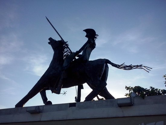Hotel Don Quijote : Estátua
