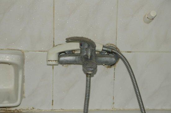 Hotel Gortyna: le robinet de la salle de bain