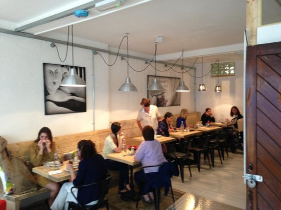 Organico Cafe: Downstairs tables