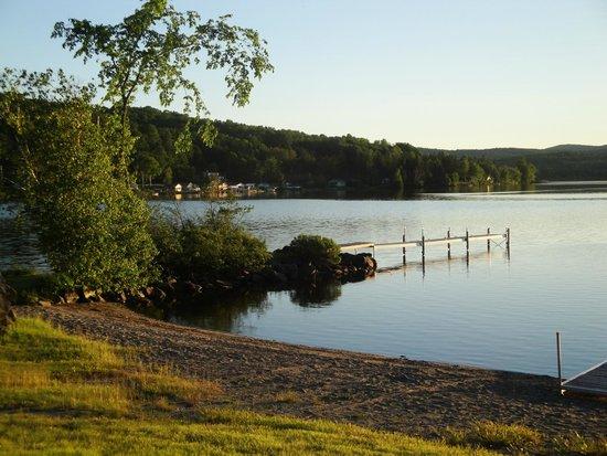 Jackson's Lodge: The beach/jetty/dock
