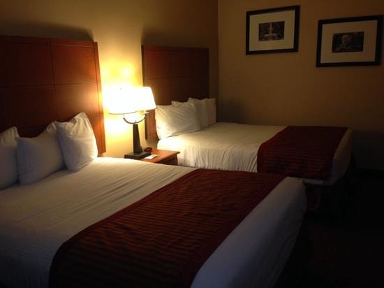 Baymont Inn & Suites Savannah/Garden City : Beds