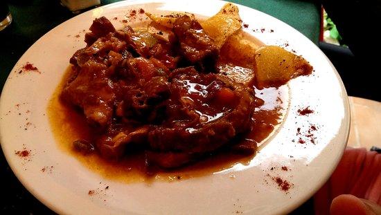 Restaurante Marqués de Cruilles: Caldereta de cordero.