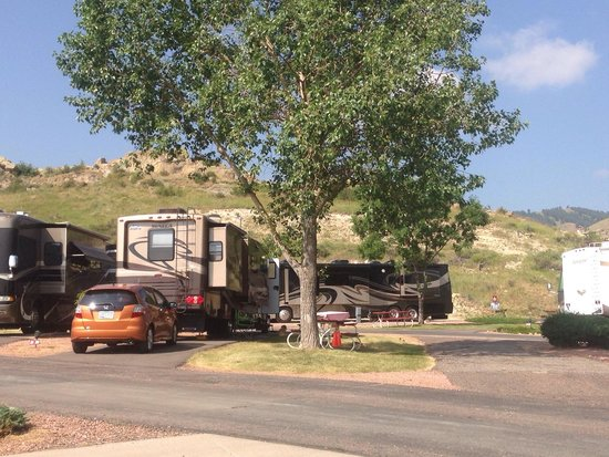 Dakota Ridge RV Park: Nice wide and long spaces most with trees.