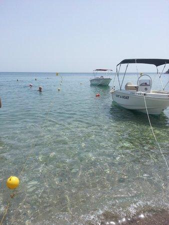 Irene Palace Beach Resort: Il mare davanti all'albergo