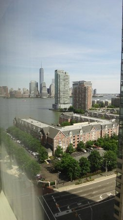 The Westin Jersey City Newport: Nice view of the Hudson River and downtown Manhattan