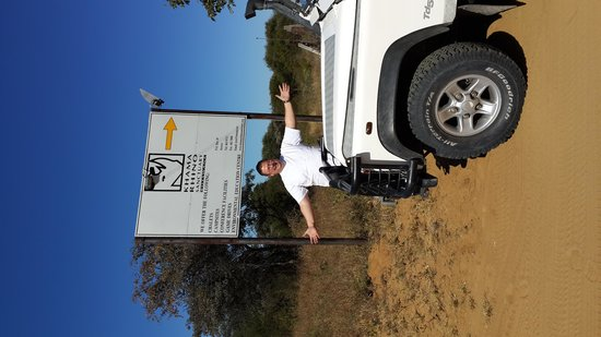 South Africa 4x4 : Carel Pienaar SA 4x4 Khama Rhino Sanctuary