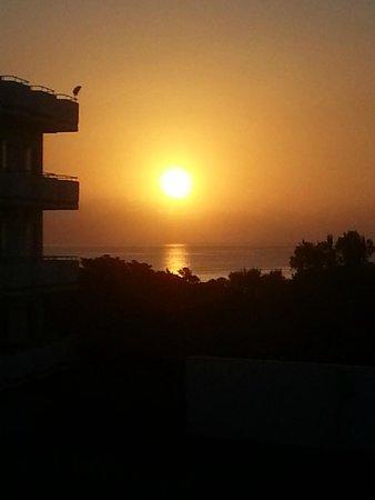 Irene Palace Beach Resort: L'alba dalla camera 208