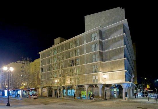 NH Ciudad de Zaragoza: FACADE