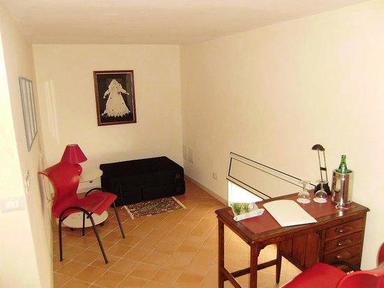 Hotel Costantinopoli 104 : small sitting area