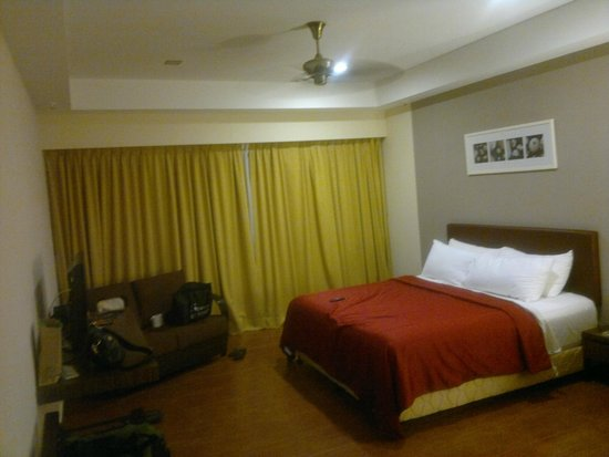 Legend Resort Cherating: very comfy king bed