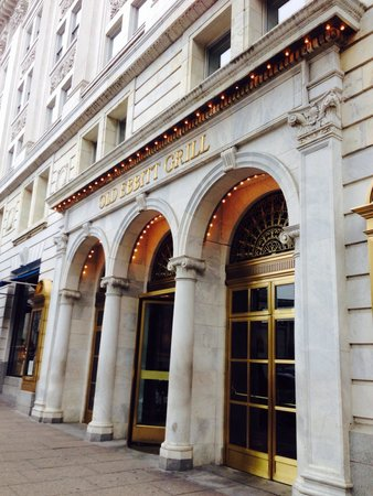 Old Ebbitt Grill: The outside of the building....love the older buildings!