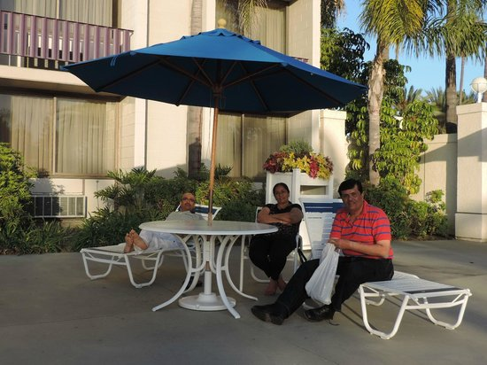 Knott's Berry Farm Hotel : Outdoor Pool area