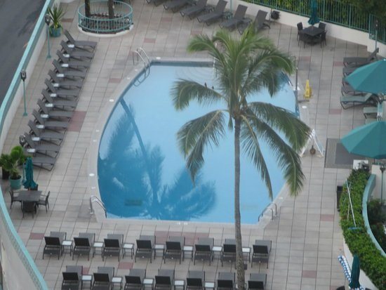 Ilikai Hotel & Luxury Suites: View of Pool