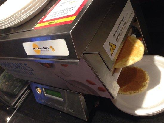 Holiday Inn Express & Suites Amarillo West: Pancake making machine