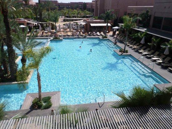 Hotel Du Golf: Шикарный вид и прекрасный бассейн