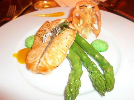 Hotel Du Golf : Испанский ресторан на территории отеля