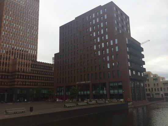 Crowne Plaza Amsterdam South: Hotel Exterior
