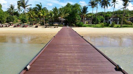 The Village Coconut Island Beach Resort: Main pier