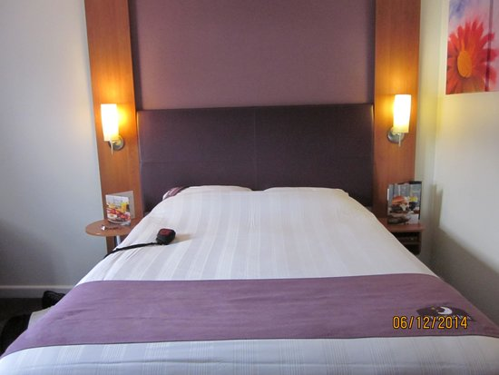 Premier Inn Glasgow Airport: Room at Premier Inn - Airport