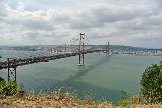 Santuario Nacional de Cristo Rei : Pont du 25 Avril