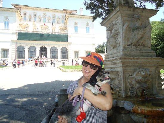 Borghese Gallery: Galleria situada no meio de um vasto jardim.
