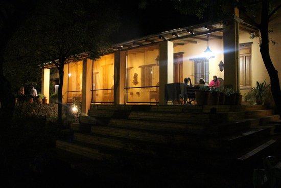 Hotel Estancia de la Cruz: Noche de charla