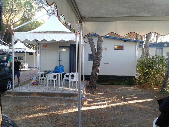 Camping Village Baia Blu La Tortuga : la nostra casa di fronte, privacy zero
