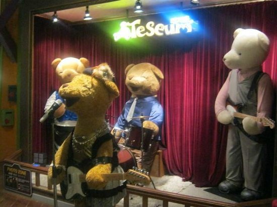 Teseum Jeju: bears in a band :)