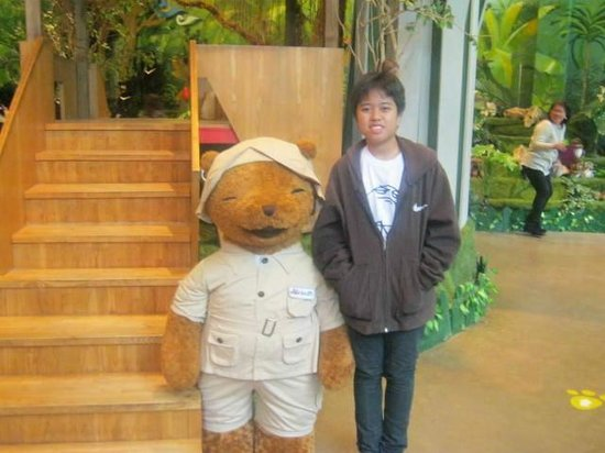 Teseum Jeju: my sister and a cute safari bear