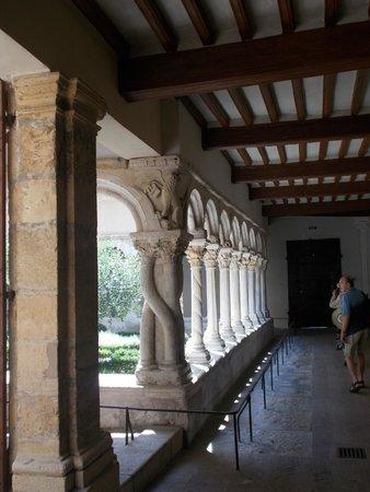 Cathedrale St. Sauveur: клуатр