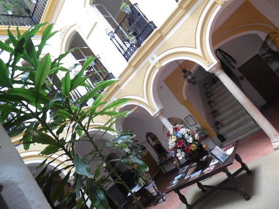 Hotel Abanico Sevilla: coorte