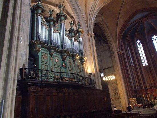 Cathedrale St. Sauveur: Орган