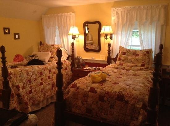 Alpine Haus Bed and Breakfast Inn: primrose room