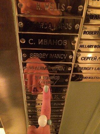 Astoria Hotel: Памятные таблички