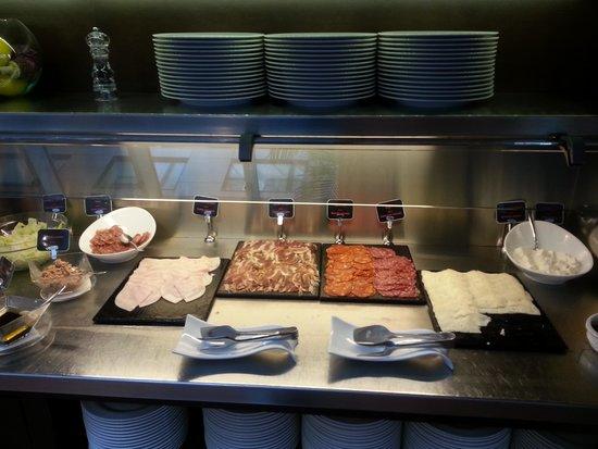 Ayre Hotel Gran Via : Cava included in breakfast