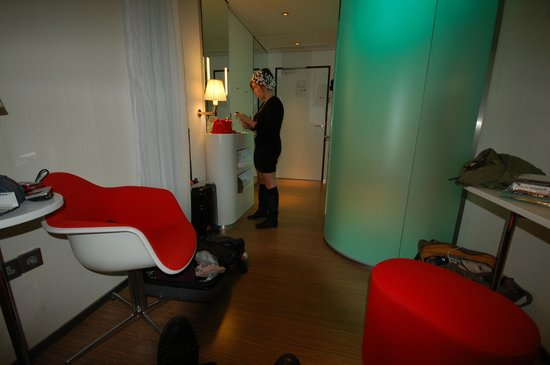 citizenM Glasgow: inside room