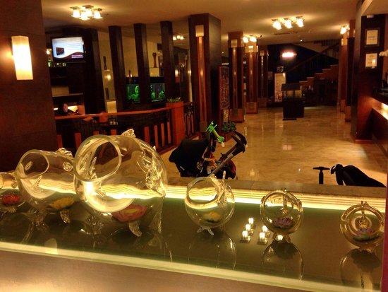 Serela Riau Bandung : lobby
