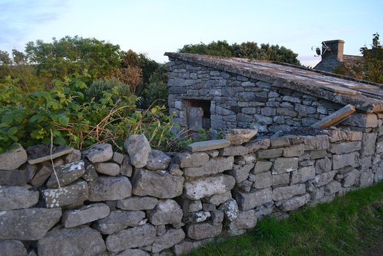 Twin Peaks B&B: You pass several stone structures like this farm shed ruins along the short road to Doolin downt