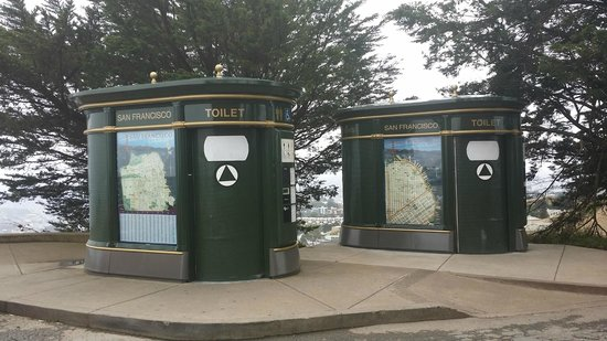 Twin Peaks: Amusing automated toilets - you must test them!