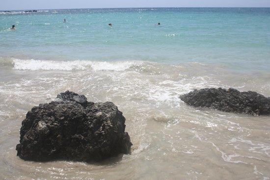 Manini'owali Beach (Kua Bay): Turquoise sea, white sand