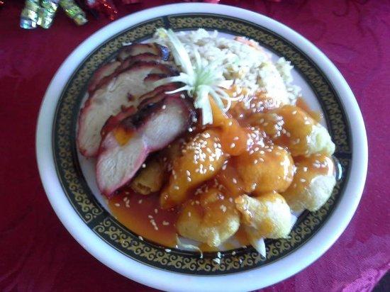 Golden Harvest Restaurant: 3 item lunch combo