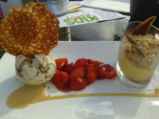 Paal 6: Crumble met aardbeien en hazelnoot ijs