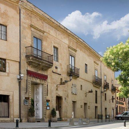 NH Collection Cáceres Palacio de Oquendo: Facade