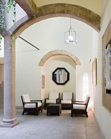 NH Collection Cáceres Palacio de Oquendo: Reception