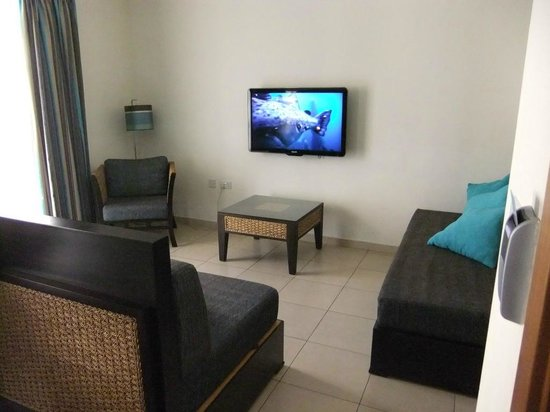 Rocca Nettuno suites : espace salon / Tv